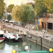 Beautiful-White-Ship-On-Wien-In-Vienna-Austria-Schwedenplatz-Donaukanal-Stadtkanal_001 🔴  National Footage