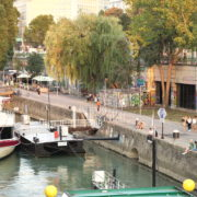 Beautiful-White-Ship-On-Wien-In-Vienna-Austria-Schwedenplatz-Donaukanal-Stadtkanal_005 🔴  National Footage