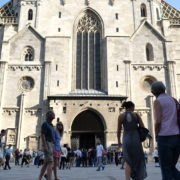 Blue-Sky-Beautiful-Tourist-Street-Weekend-Trip-Church-Stephansdome-Church-Stephansplatz-Vienna-Austria-Full-HD-25fps-Live-Footage_001 🔴  National Footage
