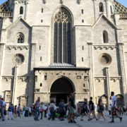 Blue-Sky-Beautiful-Tourist-Street-Weekend-Trip-Church-Stephansdome-Church-Stephansplatz-Vienna-Austria-Full-HD-25fps-Live-Footage_004 🔴  National Footage