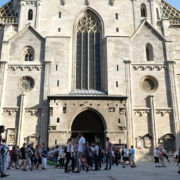 Blue-Sky-Beautiful-Tourist-Street-Weekend-Trip-Church-Stephansdome-Church-Stephansplatz-Vienna-Austria-Full-HD-25fps-Live-Footage_005 🔴  National Footage