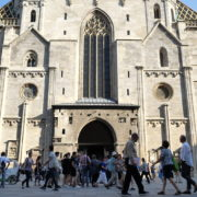 Blue-Sky-Beautiful-Tourist-Street-Weekend-Trip-Church-Stephansdome-Church-Stephansplatz-Vienna-Austria-Full-HD-25fps-Live-Footage_007 🔴  National Footage