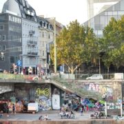 Busy-People-1020-Bezirk-Streets-Of-Vienna-Austria-On-the-Wien-Bridge-Schwedenplatz-Donaukanal-Stadtkanal_001 🔴  National Footage