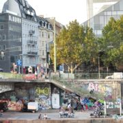 Busy-People-1020-Bezirk-Streets-Of-Vienna-Austria-On-the-Wien-Bridge-Schwedenplatz-Donaukanal-Stadtkanal_004 🔴  National Footage