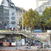 Busy-People-1020-Bezirk-Streets-Of-Vienna-Austria-On-the-Wien-Bridge-Schwedenplatz-Donaukanal-Stadtkanal_006 🔴  National Footage