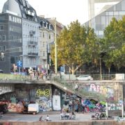 Busy-People-1020-Bezirk-Streets-Of-Vienna-Austria-On-the-Wien-Bridge-Schwedenplatz-Donaukanal-Stadtkanal_007 🔴  National Footage