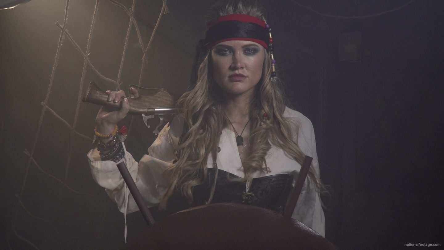 vj video background Captain-pirate-woman-stands-near-the-ship-helm-and-floats-against-wind_003