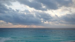 vj video background Beauty-clouds-and-sun-rays-timelapse-in-caribbean-sea-daylight-in-mexico_003