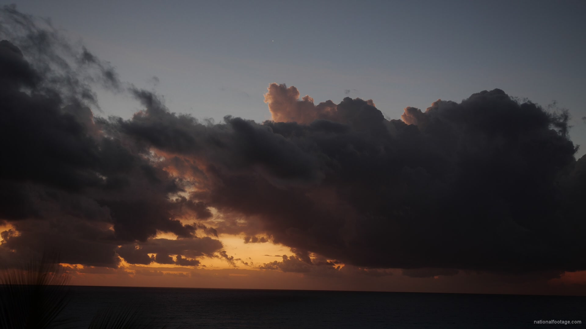 vj video background Sunrise-in-mexico-timelapse-in-clouds-and-sea-view_003