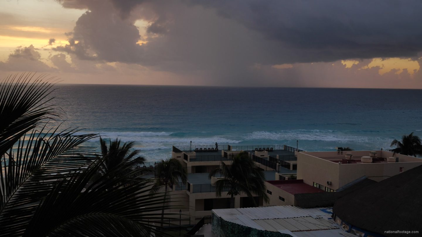vj video background Rain-day-in-ocean-clouds-sky-sea-view-timelapse-in-mexico_003