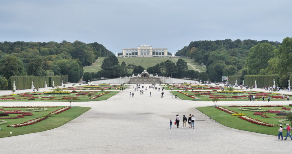Sunny-Day-Awesome-Pleasant-Walk-Schoenbrunn-Palace-at-Vienna-Austria-4K-25fps-Video-Footage_001 National Footage