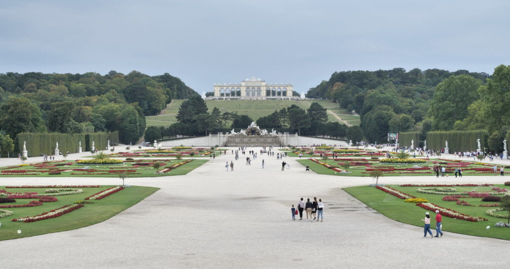 Sunny-Day-Awesome-Pleasant-Walk-Schoenbrunn-Palace-at-Vienna-Austria-4K-25fps-Video-Footage_002 National Footage