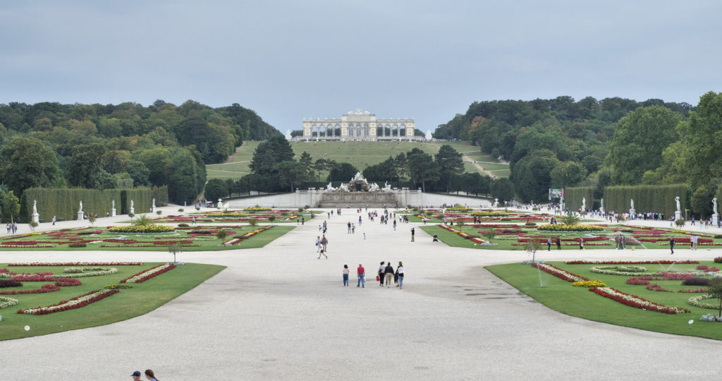 Sunny-Day-Awesome-Pleasant-Walk-Schoenbrunn-Palace-at-Vienna-Austria-4K-25fps-Video-Footage_008 National Footage