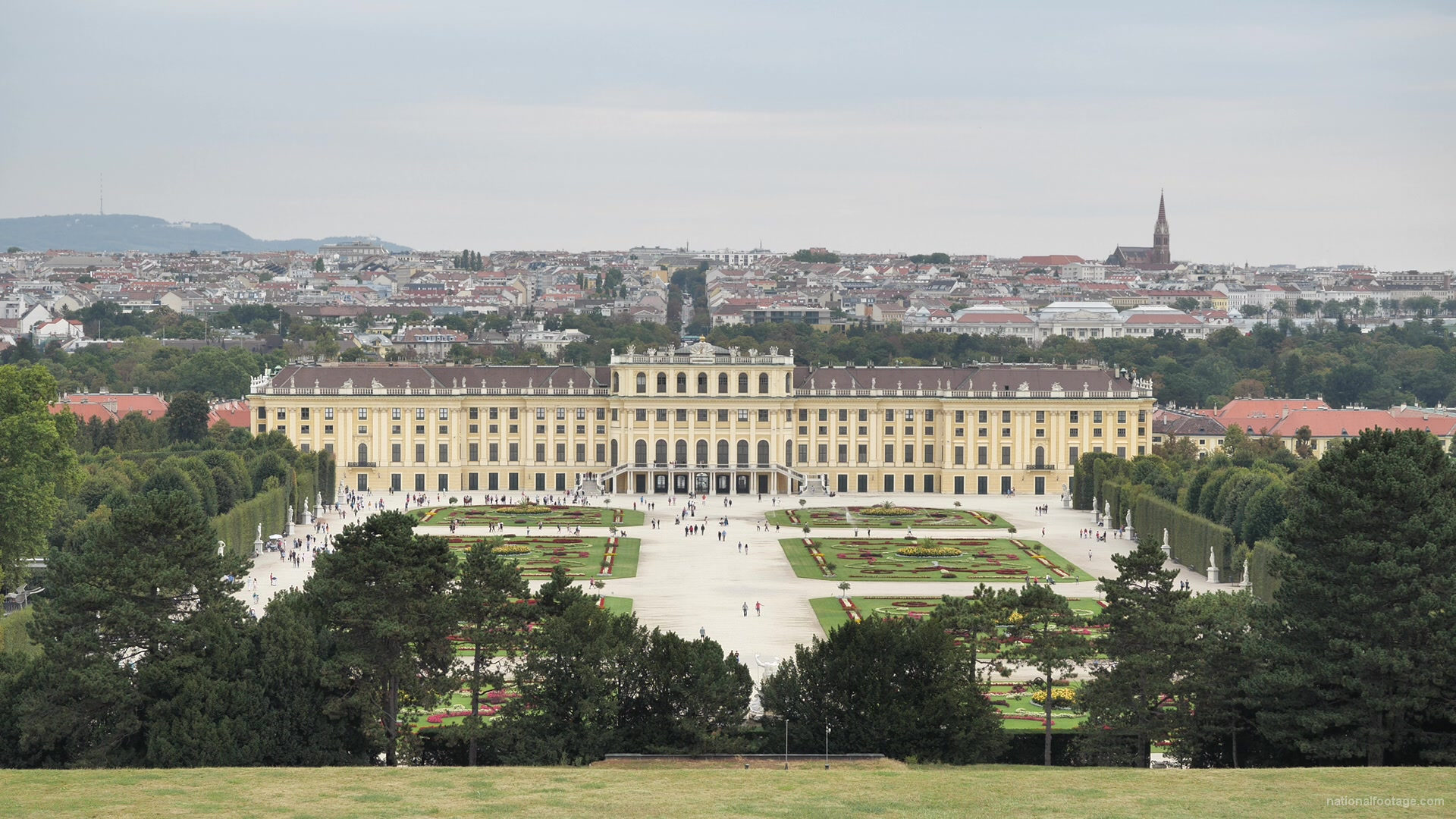 vj video background Warm-Beautiful-Weather-Schoenbrunn-Palace-at-Vienna-Austria-Timelapse-Full-HD-Video-Footage_003