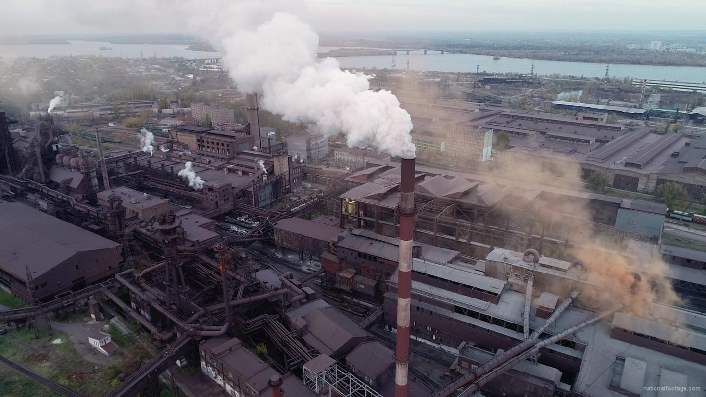 vj video background Air-polution-large-pipe-with-a-thick-coal-smelter_003