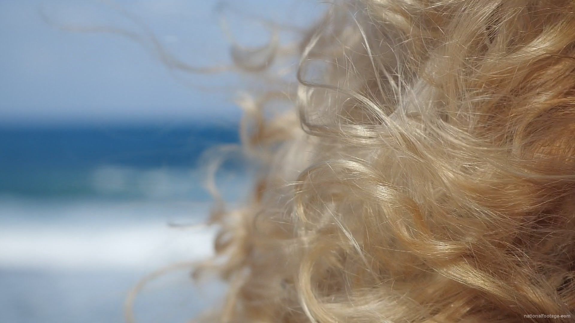 vj video background Bright-blonde-hair-play-with-wind-in-slow-motion-on-sea-background_003
