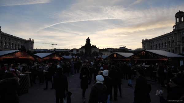 Daily-chistmas-market-in-vienna-in-daylight-timelapse_002 National Footage