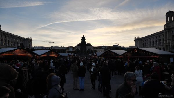Daily-chistmas-market-in-vienna-in-daylight-timelapse_004 National Footage