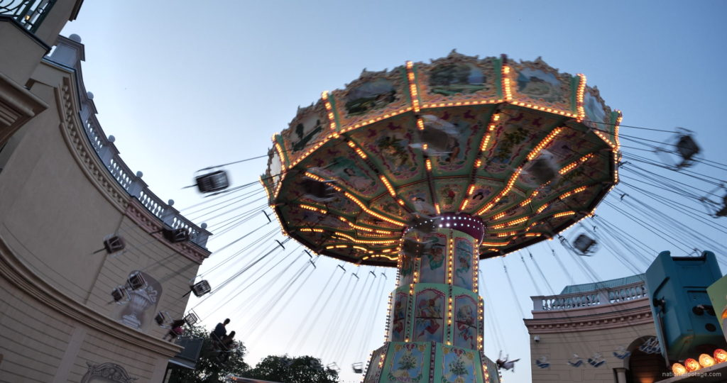 Incredible-Speed-Rotating-Wheel-Attraction-In-Prater-Vienna-Austria_002 National Footage