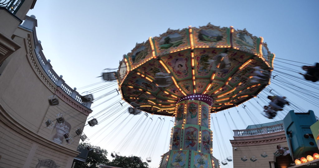 Incredible-Speed-Rotating-Wheel-Attraction-In-Prater-Vienna-Austria_008 National Footage