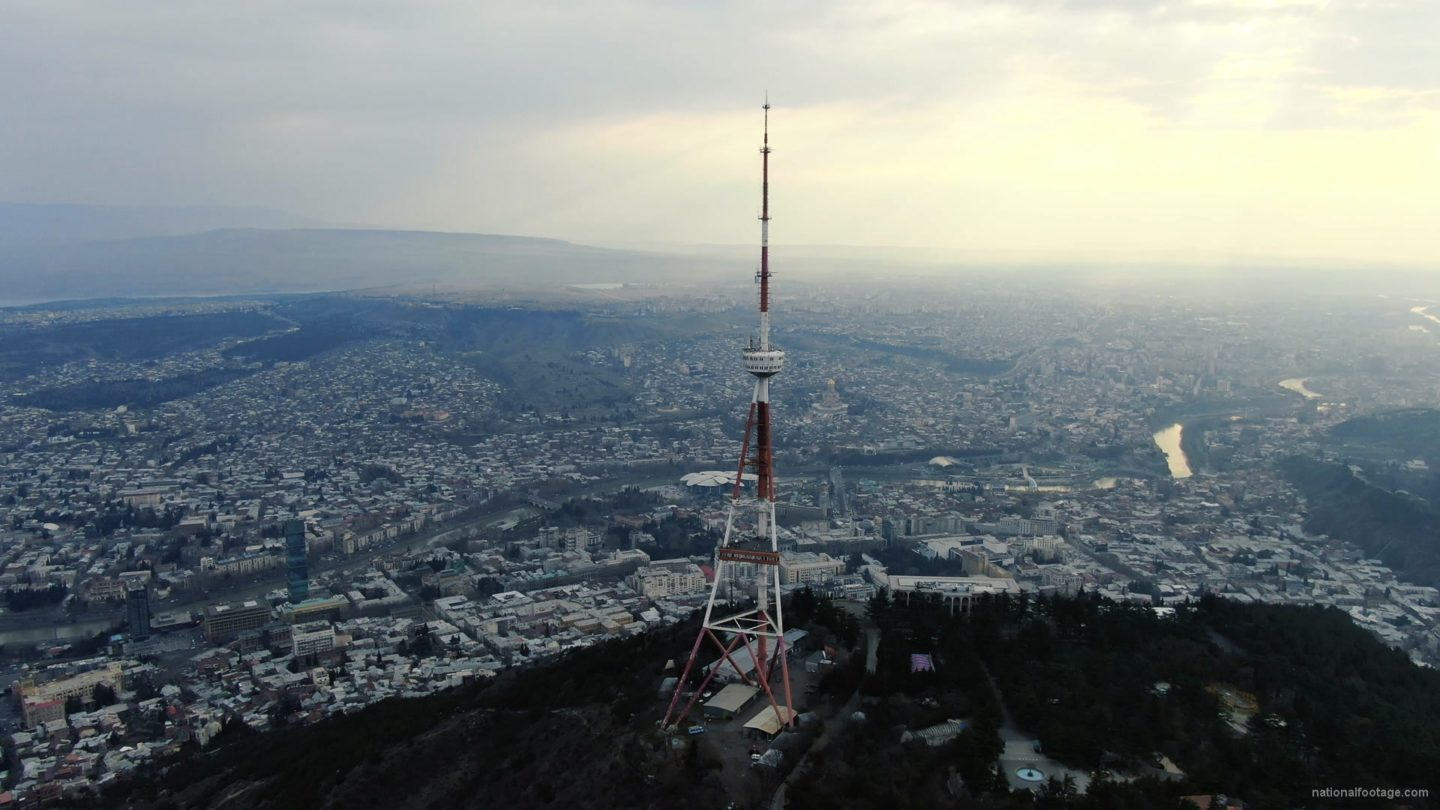 vj video background Viewing-mobile-TV-tower-from-the-birds-eye-view-above-the-big-city_003